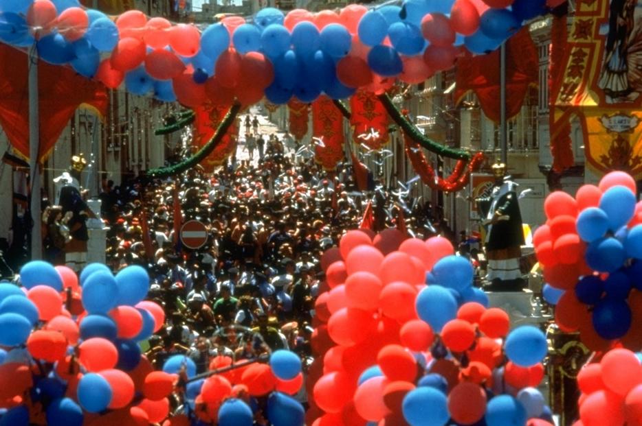Una processione di fedeli a Malta
