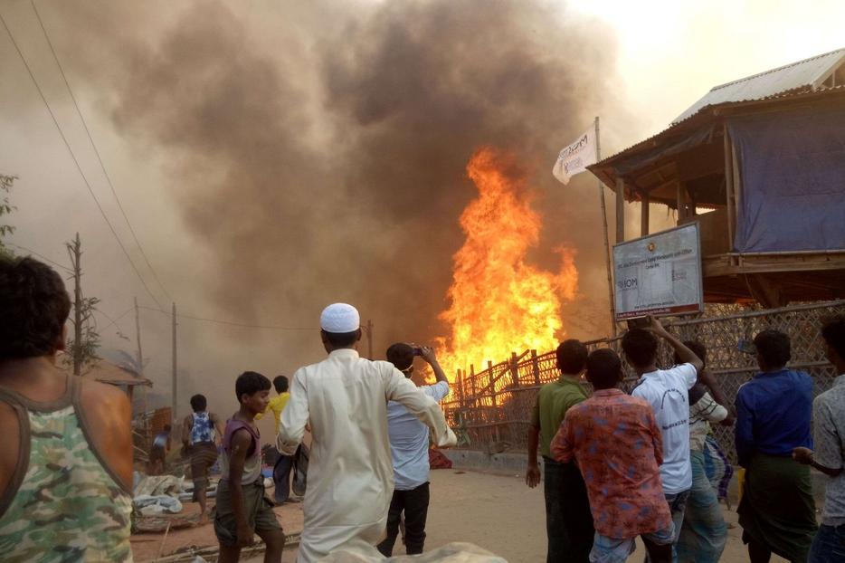 Quello di ieri è stato il terzo incendio in pochi giorni. E il più devastante