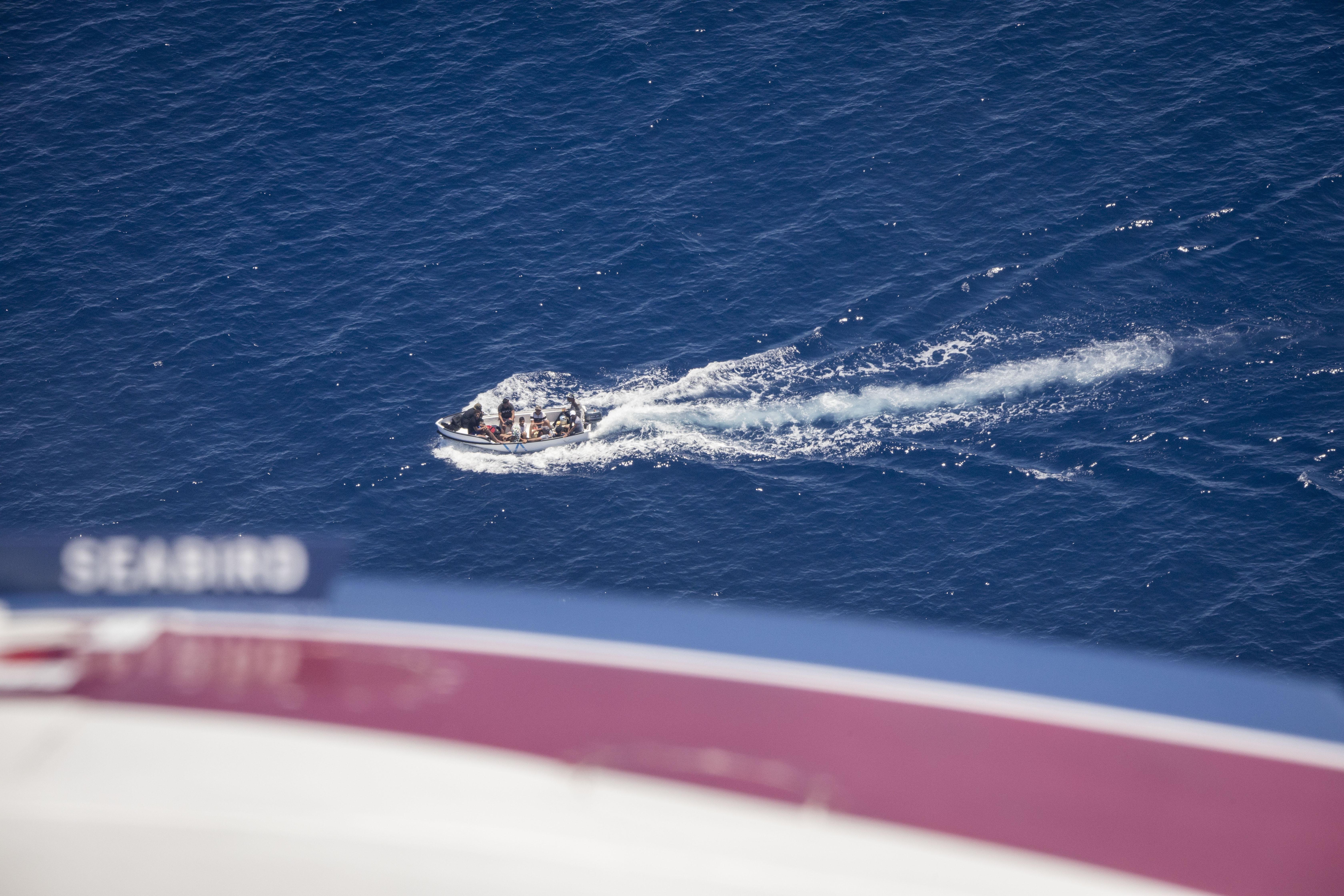 L'avvistamento del barcone con i migranti salpati dalla Libia