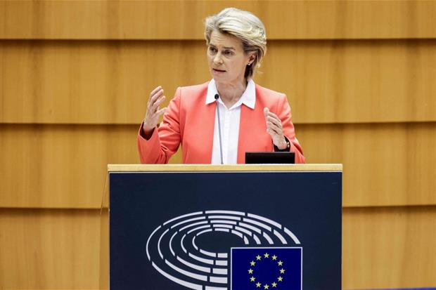 Ursula von der Leyen parla al Parlamento Europeo