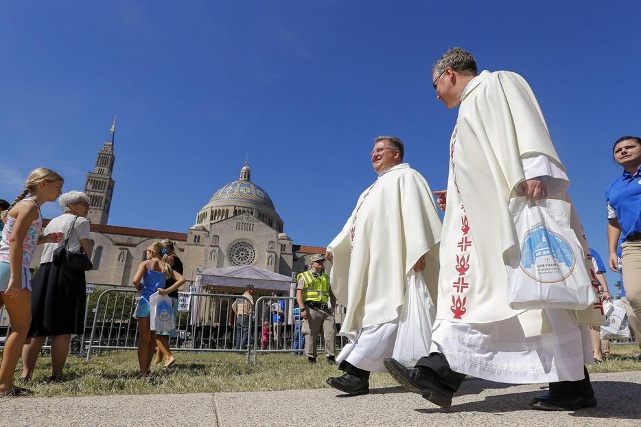Un gruppo di sacerdoti durante la visita di papa Francesco a Washington nel 2015