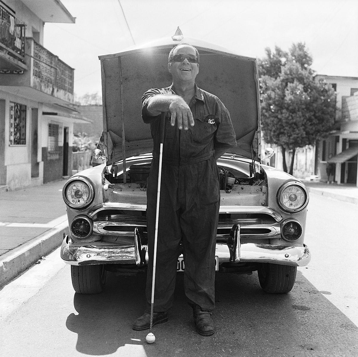 """Trinidad, Cuba, 2016. """"Posso sentire le parti della macchina e capire i problemi dei motori solo ascoltando i loro suoni. Questo mi aiuta a realizzare un buon lavoro'"""