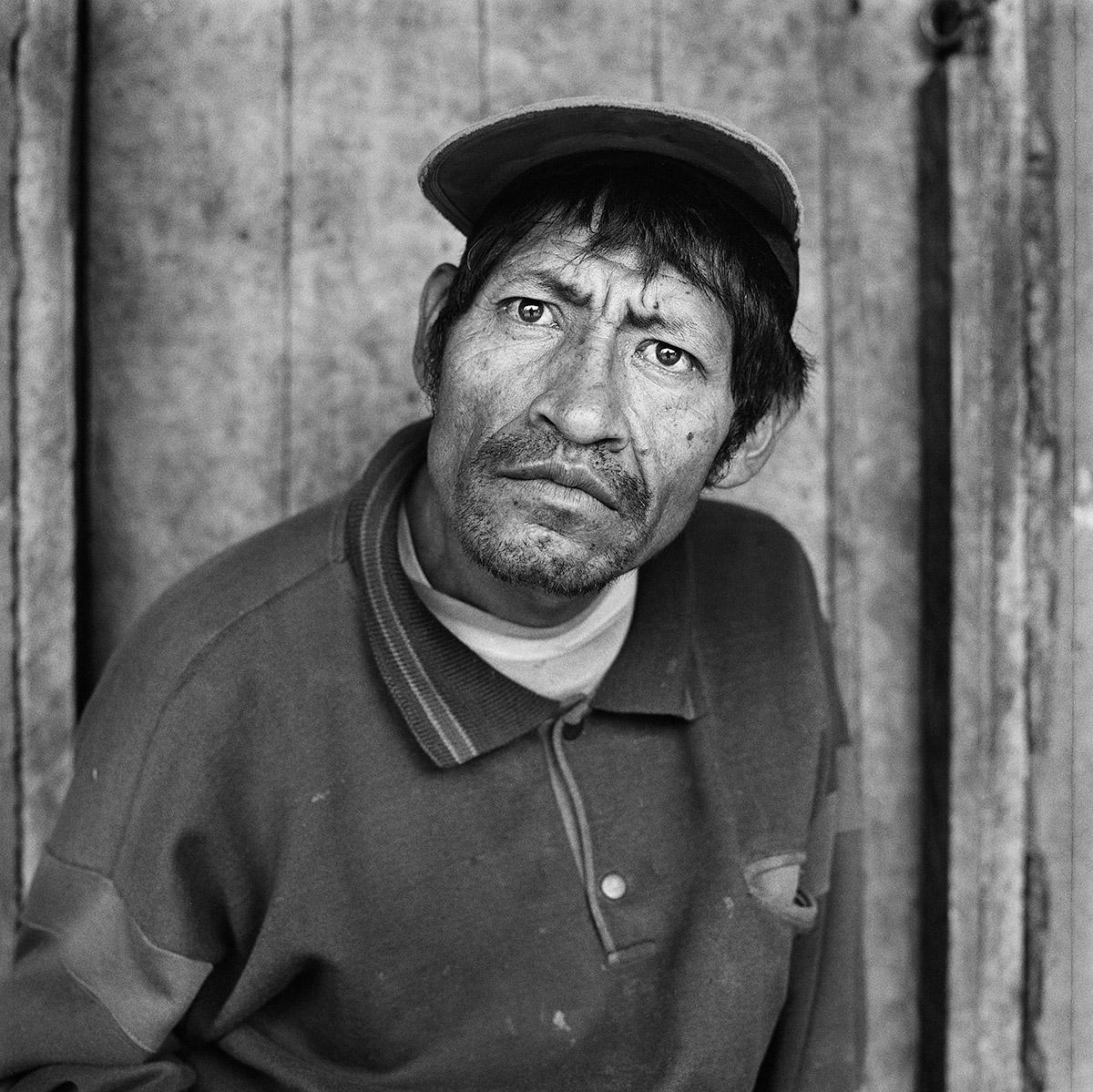 """Penipe, Ecuador, 2015.  """"Vivo alle pendici del vulcano Tungurahua. So già che un giorno dovremo lasciare tutto e abbandonare questo posto per l'attività del vulcano e i rischi di un'eruzione."""""""