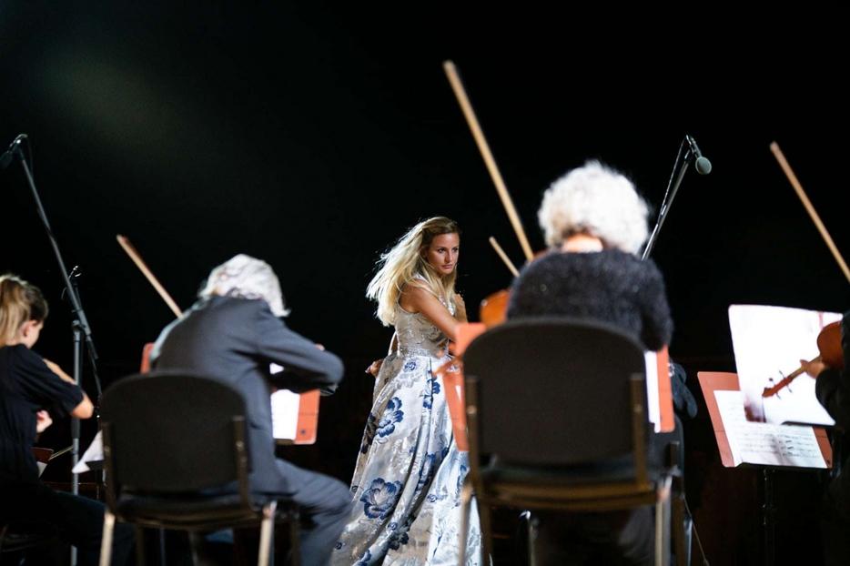 Beatrice Venezi durante il suo concerto al Festival Mascagni