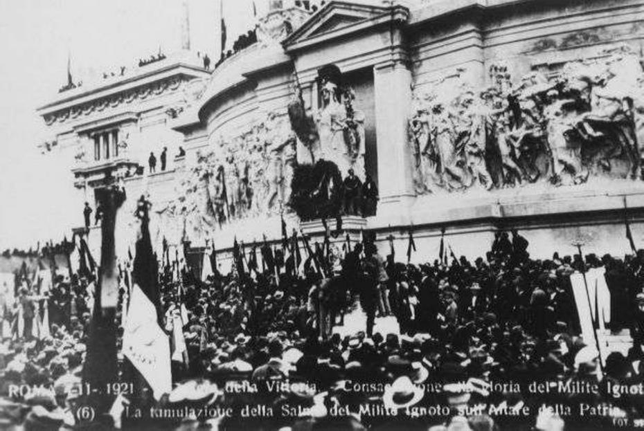 Roma 4 novembre 1921 - La tumulazione della salma del Milite Ignoto sull'altare della Patria