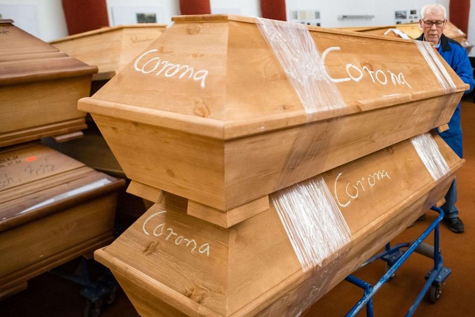 Bare di deceduti per Covid nell'obitorio del crematorio di Meissen in Germania