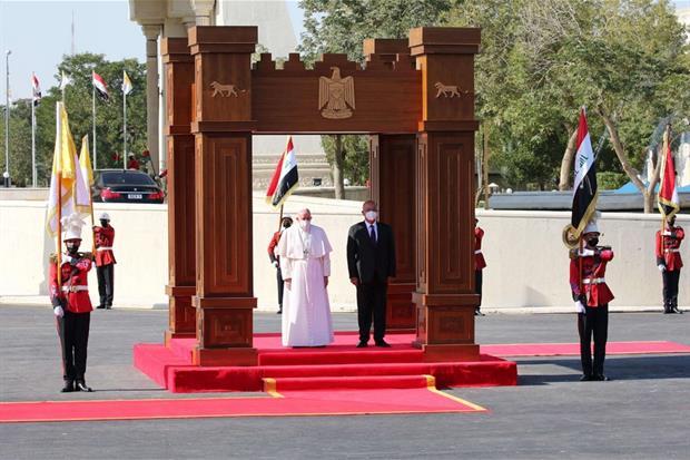 Papa Francesco e Barham Ahmed Salih Qassim, attuale presidente dell'Iraq. In seguito Francesco ha pronunciato il suo primo discorso ufficiale alle autorità civili, al corpo diplomatico e alla società civile in terra irachena