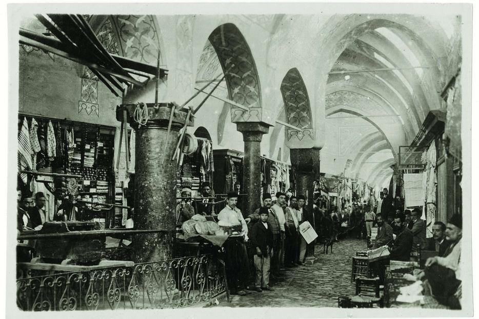 L'interno del Grande Bazar (Sébah & Joaillier)