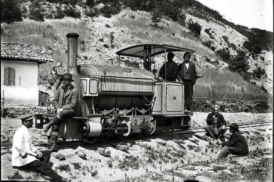 Bacino di Eraclea. Bernardino Nogara seduto su una locomotiva (1904-1914)