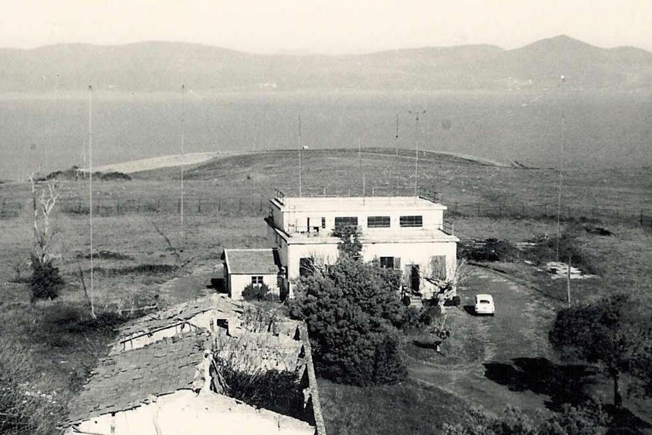 Palazzina radiotrasmittente. Tra la fine degli anni '60 e l'inizio degli anni '70 ospiterà l'officina e gli strumenti per la misura dell'ozono