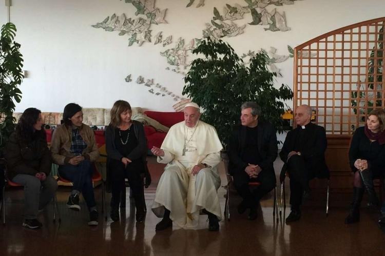 Il Papa a sorpresa dai tossicodipendenti