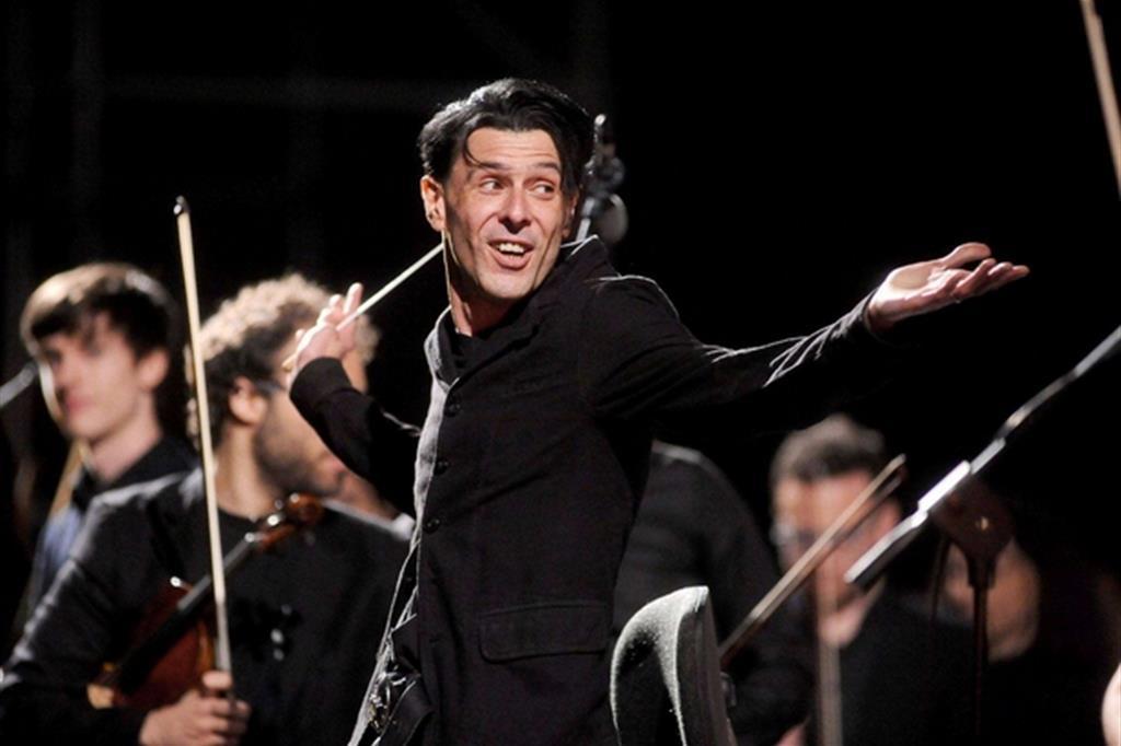 Ezio Bosso dirigerà l'Orchestra e il Coro del Teatro Comunale di Bologna a favore dei terremotati