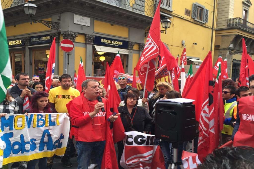 La protesta dei postali a Firenze (via Twitter) -