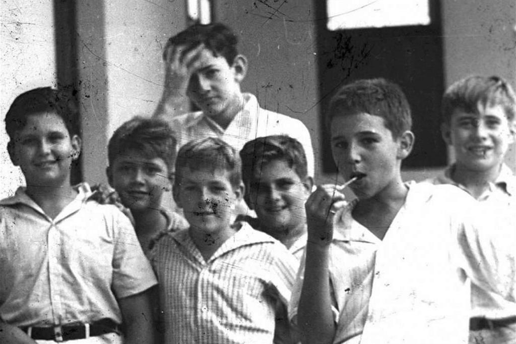 Fidel a scuola a Santiago (1940, Castro è penultimo da sinistra, con il lecca lecca) -