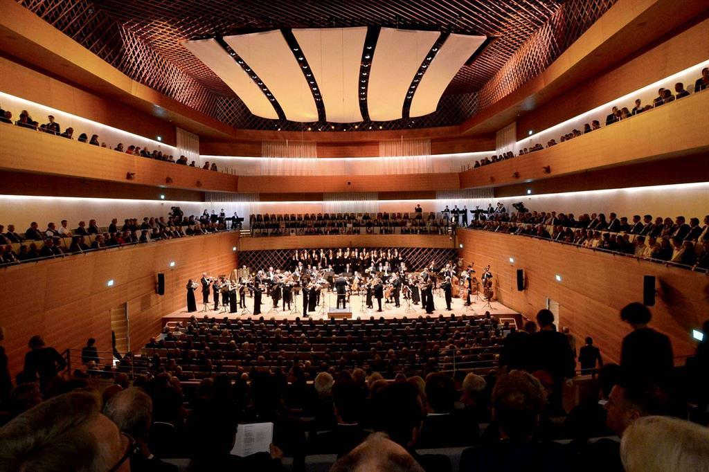 L'Orchestra sinfonica di Bochum diretta da Steven Sloane nel nuovo auditorium (foto L. Leiman) -