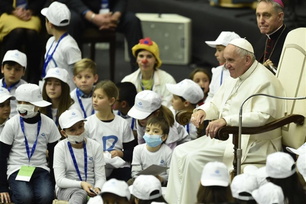 Papa Francesco con i piccoli malati (Siciliani)