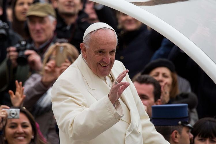 Accoglienza, il Papa: l'Europa non vacilli