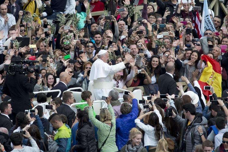 Il Papa ai giovani: vi aspetto in tanti alla Gmg