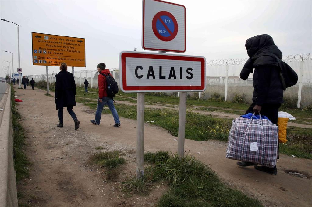 Addio a Calais, per molti la fine di un sogno. -