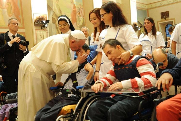 «Vicino a chi soffre con cuore misericordioso»