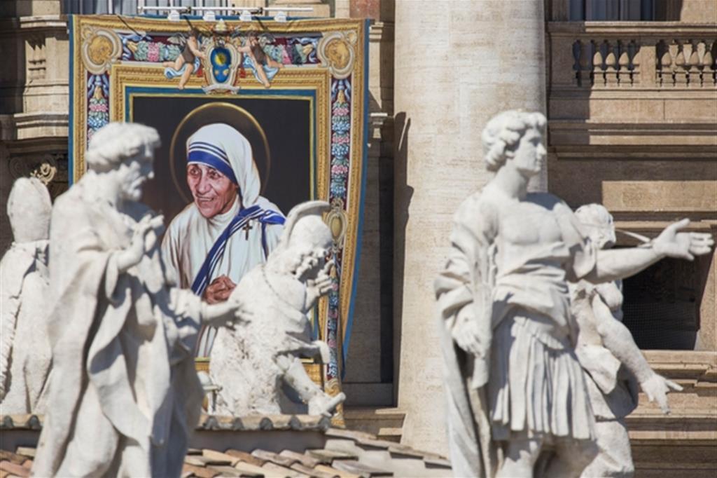Madre Teresa di Calcutta non solo è l'emblema del Vangelo della carità, ma è anche una dei cinque «profeti» della misericordia scelti da Papa Francesco assieme a Padre Pio, san Leopoldo Mandic, santa Faustina Kowalska e san Giovanni Paolo II. La canonizzazione di Madre Teresa avvenuta il 4 settembre è stato uno dei momenti culminanti del giubileo della misericordia. -