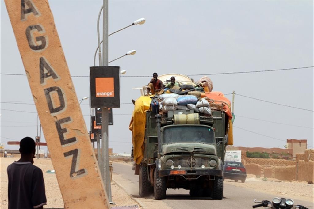 Ancora decine vittime del deserto: i migranti sonbo stati abbandonati dai trafficanti