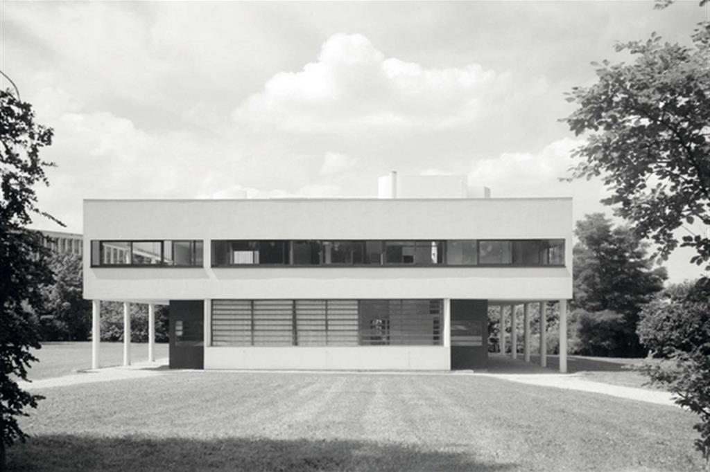 Villa savoye la casa manifesto di le corbusier for Casa la villa