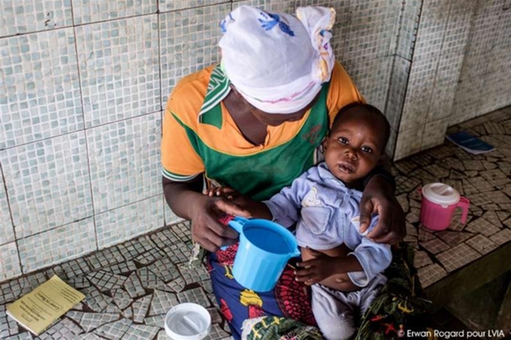In Burkina Faso c'è appena un medico ogni 20mila persone e un letto di ospedale ogni 2.500 persone. -