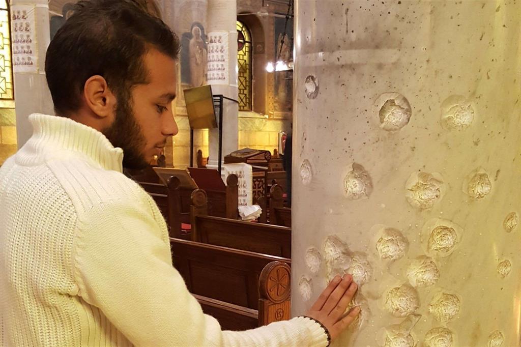 I segni dell'attentato del 2016 nella chiesetta di San Pietro al Cairo (Foto Gambassi)