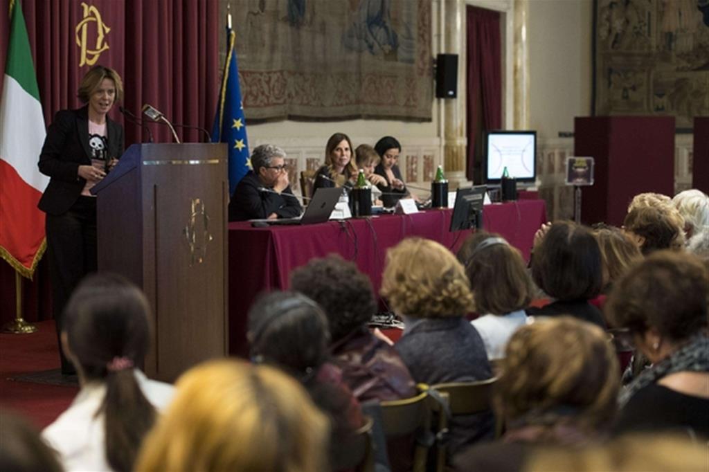 Il ministro Beatrice Lorenzin interviene al convegno a Montecitorio sull'utero in affitto (Ansa)