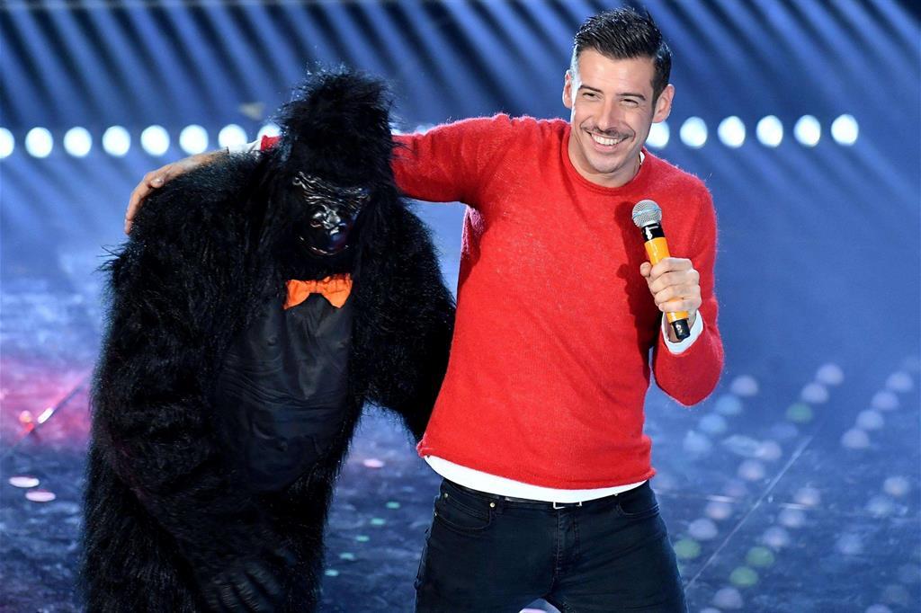 Dopo Sanremo l'effetto Gabbani fa volare in libreria la «Scimmia nuda»