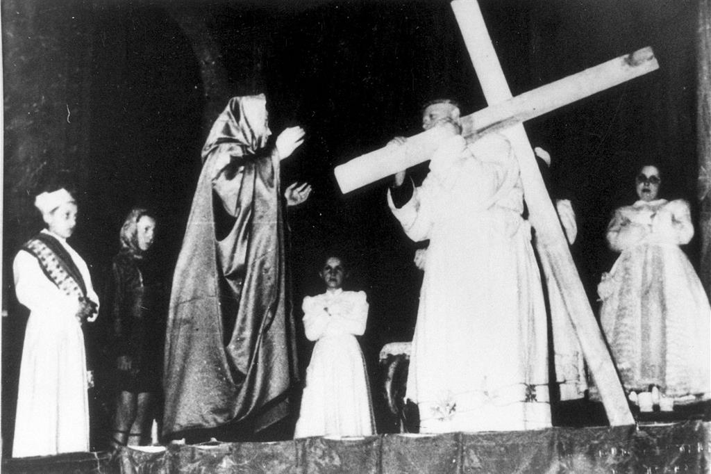 29 maggio 2002. Don Primo Mazzolari interpreta Gesù nella sacra rappresentazione della Passione