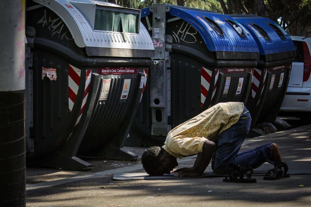 Categoria Vita quotidiana: al primo posto Andrea Agostini con La preghiera. Foto scattata al Centro culturale Baobab di Roma -