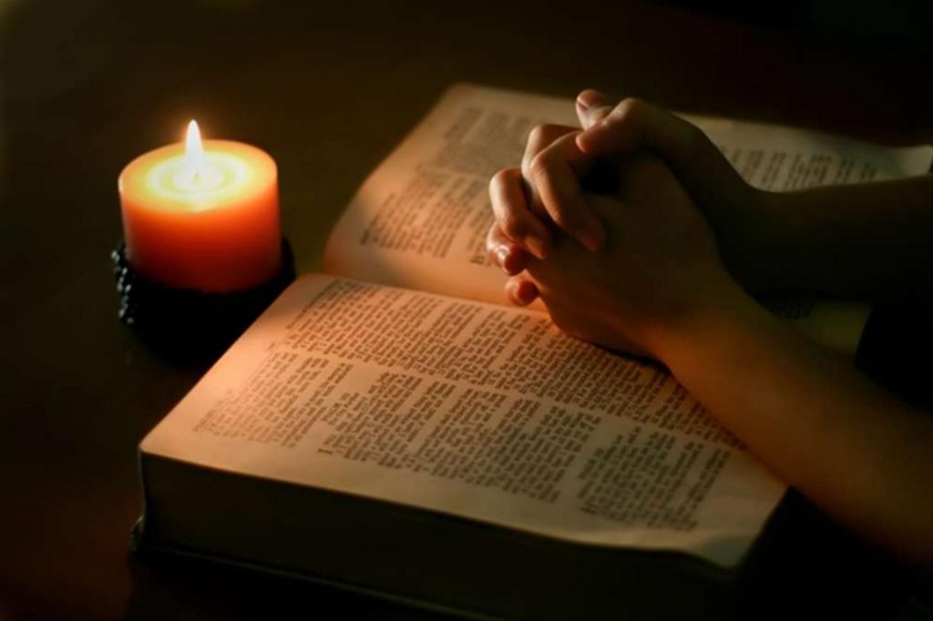 Risultati immagini per leggere la Bibbia