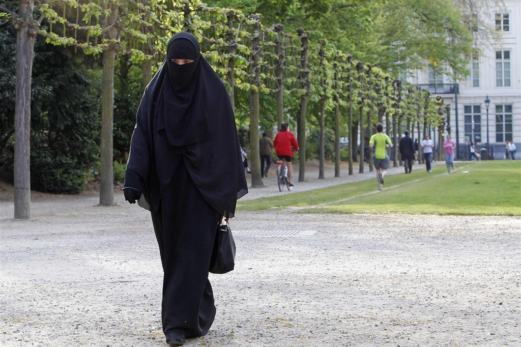 Il divieto di portare il niqab non viola i diritti umani