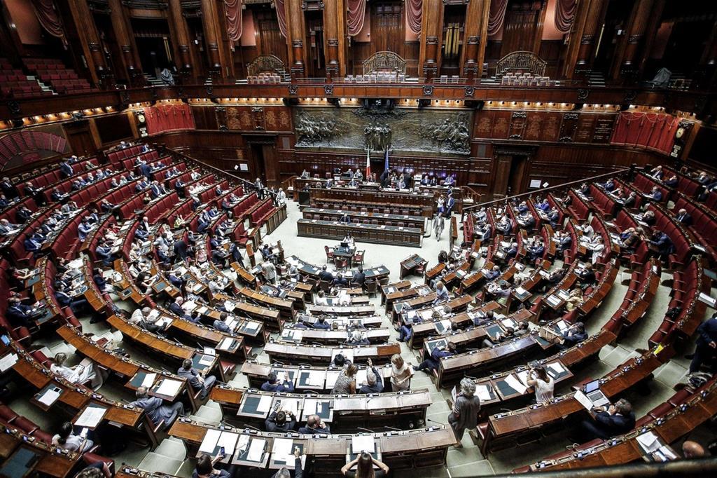 La camera d il via libera all 39 abolizione ora tocca al senato for Voto alla camera oggi