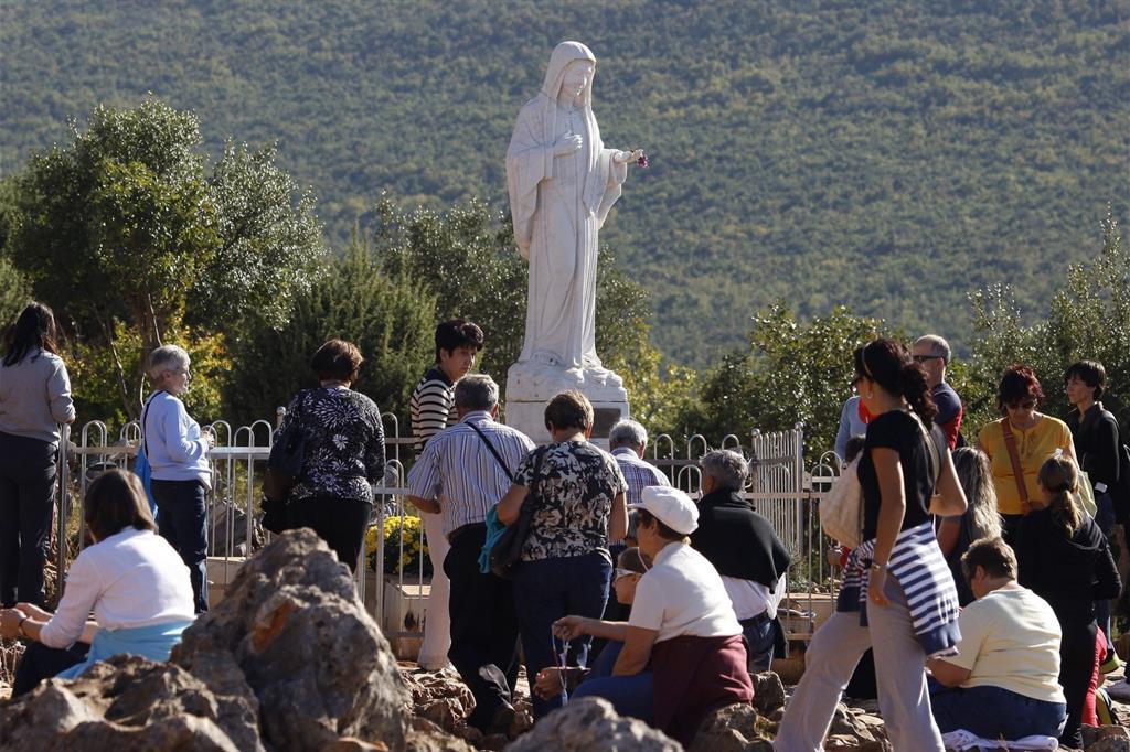 Fedeli in preghiera a Medjugorje (Reuters)