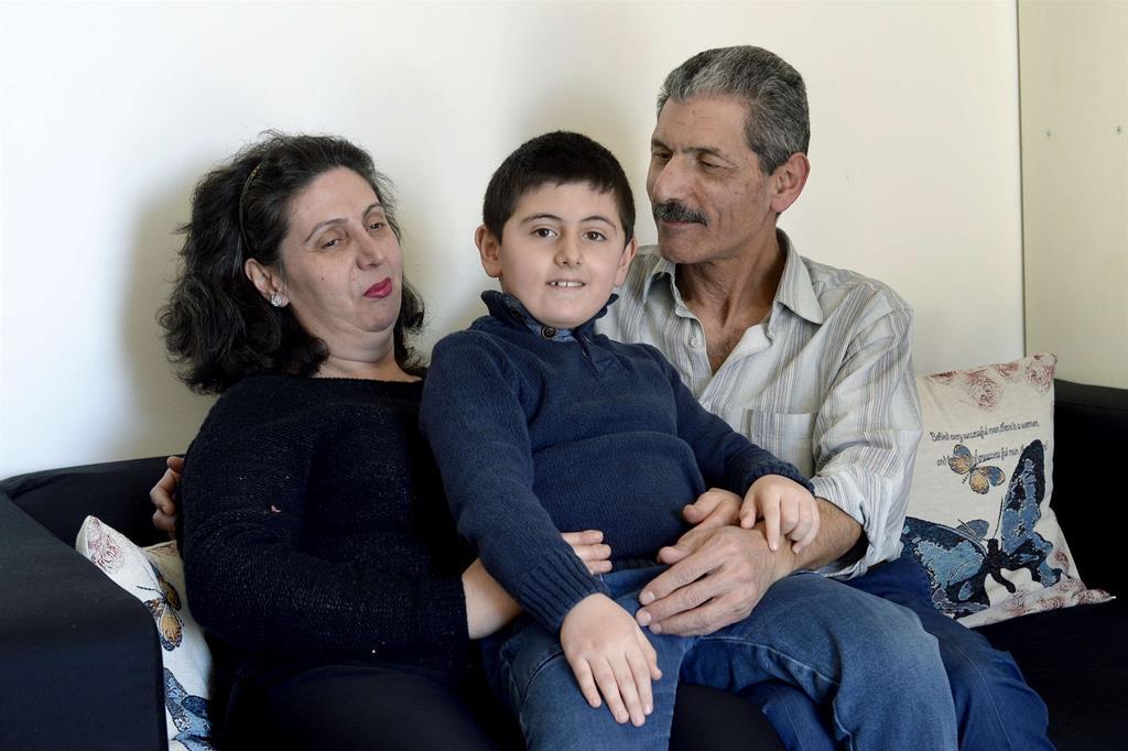 Hadil Sabha, 46 anni, con suo marito Asad e il figlio Nabil di 7 anni, è arrivata in Italia il 1° dicembre 2016, grazie al progetto Corridoi umanitari realizzato dalla Federazione delle Chiese Evangeliche in Italia, Tavola Valdese e Comunità di Sant'Egidio, e completamente autofinanziato. Oxfam è partner dell'iniziativa ed ospiterà da aprile i rifugiati che arrivano attraverso i corridoi. -