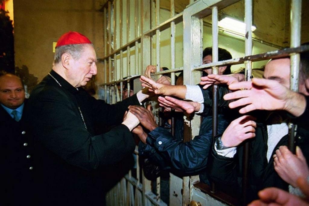 L'incontro e l'ascolto dei detenuti è sempre stata una modalità delle visite del cardinale Carlo Maria Martini nelle carceri milanesi. «Così ha conquistato la fiducia di molti di loro diventando un punto di riferimento» racconta l'ex cappellano don Melesi