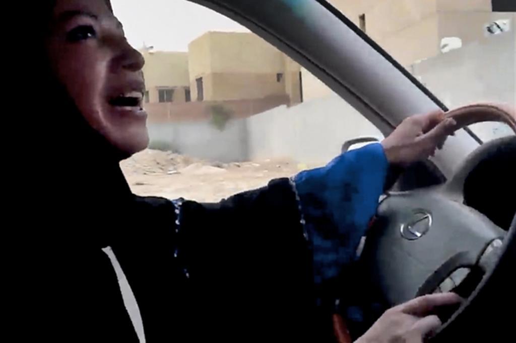 Un'immagine da una campagna a favore del diritto delle donne saudite a poter guidare. Era l'anno 2011 (Change.org)