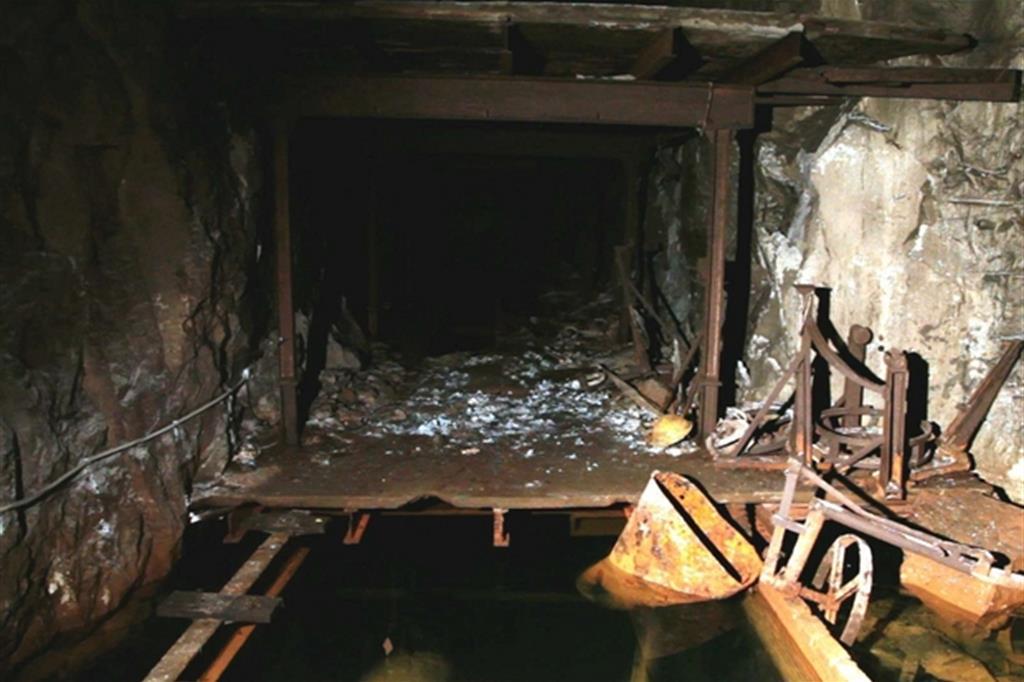 Una delle gallerie scavate con i picconi dove gli schiavi lavoravano e vivevano (Light History)