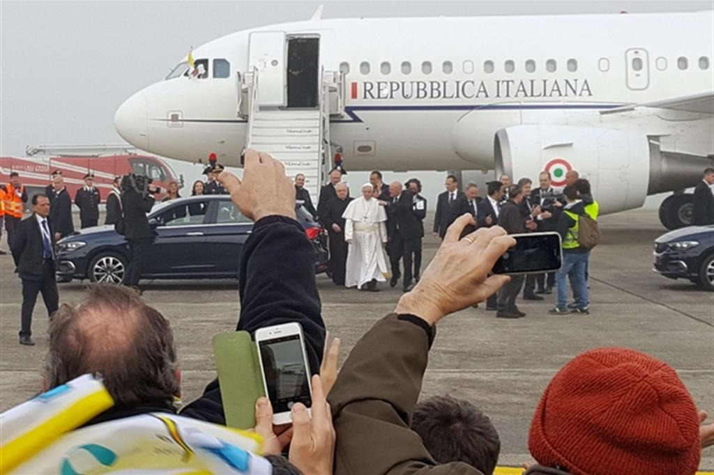Francesco atterra a Linate -