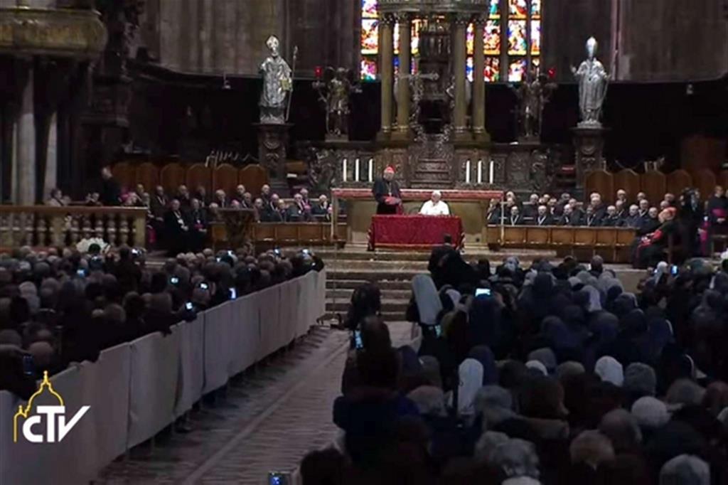 In Duomo l'incontro con il clero e i religiosi -