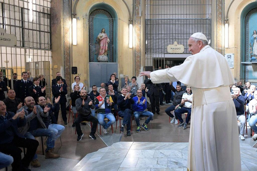 Papa Francesco parla ai carcerati di San Vittore a Milano -