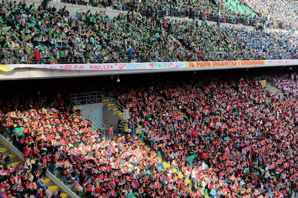 Lo stadio di San Siro, Papa Francesco sta per arrivare da Monza -