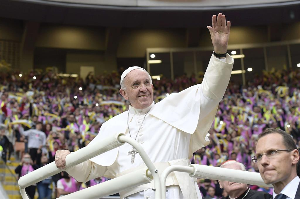 Papa Francesco saluta i ragazzi cresimati e cresimandi della diocesi di Milano -