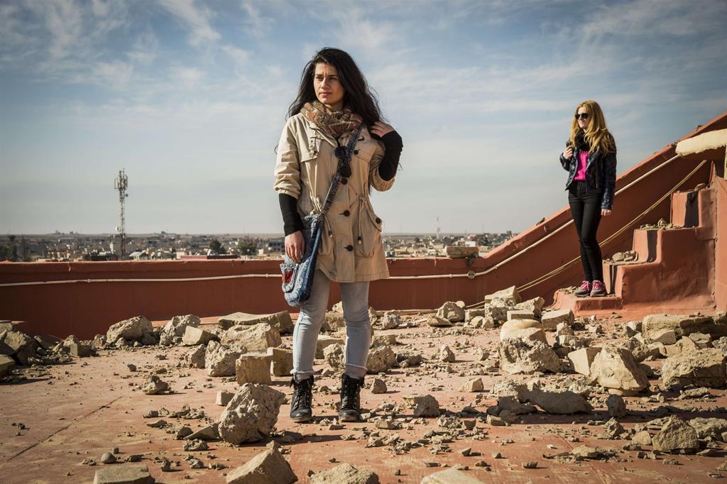 Basta salire su un terrazzo, allargare lo sguardo sui tetti per avere la certezza: non c'è casa che non sia stata derubata. -