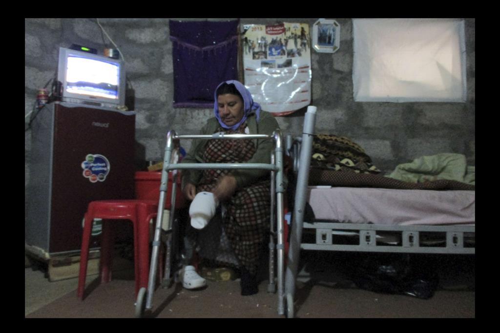 Mian Hassan, quaranta anni. Nonostante la sua disabilità, riesce ad affrontare le difficoltà della vita nel campo. -