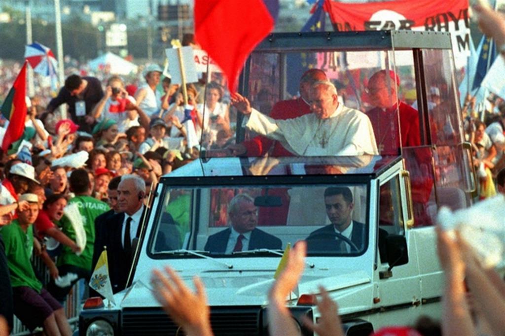 L'arrivo di Giovanni Paolo a Longchamp per la veglia della Gmg di Parigi 1997 -