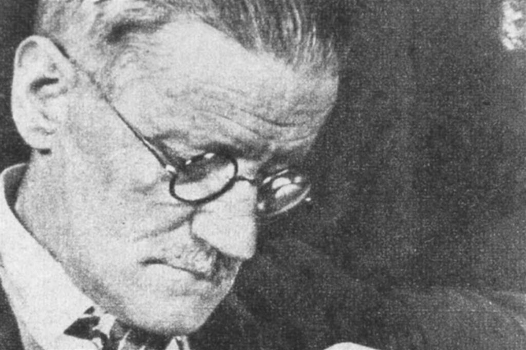 Lo scrittore irlandese James Joyce (1882-1941)